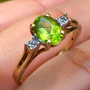 10k Solid Yellow Gold Oval Green Peridot Ring